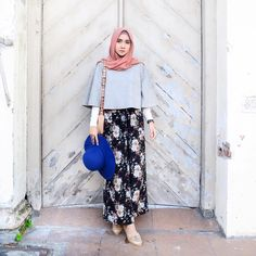 Even flowers bloom in my dark trousers 🌸 Today's melody is supported by light grey suede top ✨ Islamic Fashion, Muslim Fashion, Modest Fashion, Girl Fashion, Fashion Outfits, Womens Fashion, Fashion Ideas, Fashion Inspiration, Hijab Casual