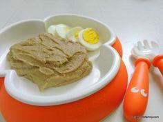 Recette de purée de lentilles et carottes pour bébé dès 12 mois accompagné d'un demi œuf dur. Recette idéale pour introduire les légumes secs !