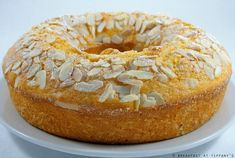 Ciambellone agli agrumi con yogurt e mandorle / Citrus ring-shaped cake with yogurt and almonds | Breakfast at Tiffany's