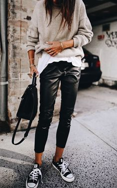 chucks//leather pants//white tee//black bag//sweater outfit