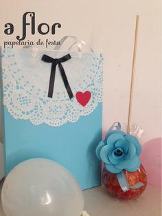Caixas, forminhas e flor para festa de Alice no Pais das Maravilhas. Ideal para decorar a mesa e oferecer aos convidados. Orçamentos: designlima@bol.co...