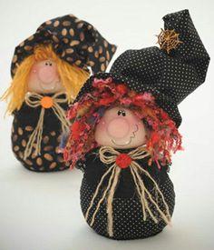 The WITCH USA epattern by ilmondodellenuvole on Etsy Halloween Doll, Halloween Ornaments, Holidays Halloween, Halloween Crafts, Holiday Crafts, Halloween Decorations, Manualidades Halloween, Adornos Halloween, Fabric Dolls