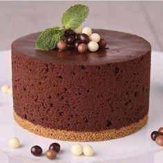 Chocolate and Raisin Semi-freddo is a delicious American recipe served as a Dessert. Sweet Desserts, Sweet Recipes, Delicious Desserts, Cake Recipes, Dessert Recipes, Chocolate Mousse Cake, Chocolate Desserts, Chocolate Blanco, Chocolate Buttercream
