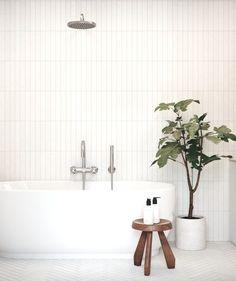Simple and elegant! Love the mix of patterns in the same bathroom. The fishbone on the floor looks gorgeous. My dream bathroom 😍 📷… White Bathroom Tiles, Minimal Bathroom, Rustic Bathroom Vanities, Rustic Bathrooms, White Tiles, Modern Bathroom Design, Bathroom Interior Design, Bathroom Flooring, Home Interior