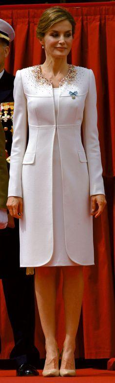 Queen Letizia - mint green emb