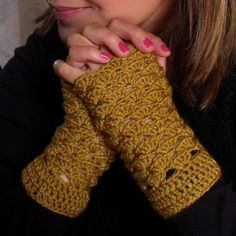 Hey, I found this really awesome Etsy listing at https://www.etsy.com/listing/64668864/light-brown-fingerless-gloves-pdf