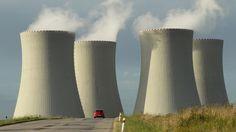 """UU-Staaten fordern Subventionen für Atomkraft. Großbritannien, Frankreich, Polen und Tschechien planen neue Atommeiler und wollen, dass Brüssel die Nukleartechnik als """"emissionsarm"""" genauso unterstützt wie erneuerbare Energien. Setzen sich die Länder durch, könnte mittelfristig sowohl der Bau von Kraftwerken als auch der Verkauf von Atomstrom gefördert werden. Ob es so weit kommt, hängt mit vom deutschen Energiekommissar Oettinger ab."""