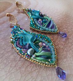 EARRINGS BeadEmbroidery whit Shibori-silk and Swarovski. Design by Serena Di Mercione (FB: Serenidea Creativa, fanpage Serena Di Mercione jewelry)