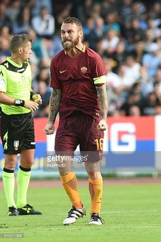 Daniele De Rossi of AS Roma during the italian Serie A football match between SSC Napoli and AS Roma at San Paolo Stadium on October 15, 2016 in Naples,Italy.