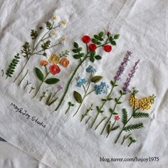 This is a great tutorial on ribbon flowers, embroidery roses. Satin Ribbon Embroidery Roses is three dimensional. The lovely red roses are of course the classics, but we highly recommend mixing… Hand Embroidery Videos, Learn Embroidery, Japanese Embroidery, Hand Embroidery Patterns, Embroidery Techniques, Ribbon Embroidery, Cross Stitch Embroidery, Crochet Quilt, Filet Crochet