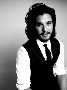 Kit Harrington is a beautiful man. Those eyes and those eyebrows... And then his lips!