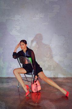 Für einen auffälligen Auftritt sorgt Graceland mit diesem Pump. So zieht das in Glattleder-Optik gestaltete Obermaterial in knalligem Pink unweigerlich Blicke auf sich und beweist sich als echter Eyecatcher zu kurzen Shorts, Skinny Jeans oder Jumpsuits. Auch der 9,6 cm hohe Pfennigabsatz sowie die spitze Schuhspitze harmonieren sowohl tagsüber als auch abends besonders gut zu modischen Outfits und verleihen ihnen so das gewisse Etwas. Neon Pumps, Graceland, Trends, Jumpsuits, High Heels, Wonder Woman, Skinny, Superhero, Jeans