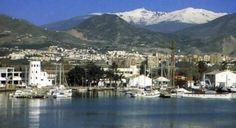 El Puerto de Motril con Sierra Nevada al fondo.