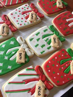 Christmas present sugar cookies Sugar Cookie Royal Icing, Iced Sugar Cookies, Christmas Sugar Cookies, Christmas Cupcakes, Christmas Sweets, Holiday Cookies, Christmas Baking, Date Cookies, Fancy Cookies