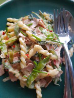 Krämig chilipasta med bacon – Nadjaskitchen.se Phad Thai, Bacon, Sambal Oelek, Quorn, Jambalaya, Halloumi, Couscous, Chorizo, Chili