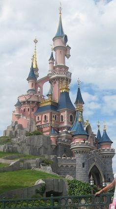 ITINERARIO DISNEYLAND PARIS  Disney 4 días + Paris 3 días, con niños (6 y 8 años) -Diarios de Viajes de Francia- Lohuise - LosViajeros Disneyland Paris Castle, Parc Disneyland, Disney Parks, Disney Land, Eurodisney Paris, Disney World Magic Kingdom, Paris Photos, Parcs, Castles