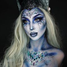 Looking for for ideas for your Halloween make-up? Browse around this site for scary Halloween makeup looks. Halloween Zombie Makeup, Visage Halloween, Halloween Eyes, Halloween Looks, Mermaid Halloween Makeup, Pretty Halloween Makeup, Easy Halloween, Mermaid Fantasy Makeup, Mermaid Makeup Looks
