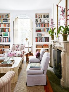 Home Tour: A Young Designer's Chic Pre-War Apartment Modern meets classic and traditional in this living room with lots of bookshelves // Lauren McGrath's New York apartment Design Salon, Home Design, Interior Design, Design Design, Luxury Interior, Design Miami, Interior Architecture, Living Room Designs, Living Room Decor