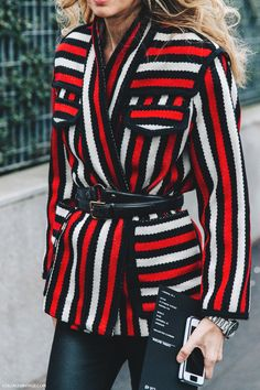 Buena idea para hacer una chaqueta con otros colores. Milan_Fashion_Week_Fall_16-MFW-Street_Style-Collage_Vintage-Sarah_Ruston-Striped_Belted_Jacket-