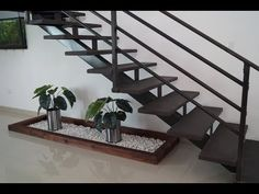 Como Decorar el Espacio Debajo de tu Escalera DIY - YouTube Home Stairs Design, Interior Design Living Room, House Design, Jardin Zen Interior, Family House Plans, House Stairs, Under Stairs, Modern Furniture, Home Goods