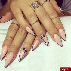 Stiletto nail art @KortenStEiN