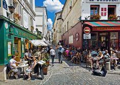 Terrazas en la calle de Saint Rustique, en París.
