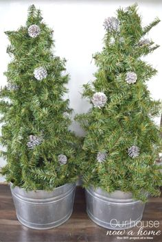 5 minute craft! These small Christmas trees are made from a tomato cage. A really low cost and easy way to decorate your home for the holidays. Works great for home decor inside or outdoor. A DIY topiary made in 5 minutes!