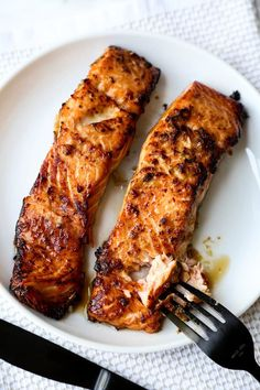 Ginger Garlic Air Fryer Salmon - Pickled Plum Food And Drinks Air Fryer Recipes Salmon, Salmon Recipes, Fish Recipes, Seafood Recipes, Vegetarian Recipes, Seafood Meals, Side Dishes For Salmon, Fish Dishes, Main Dishes