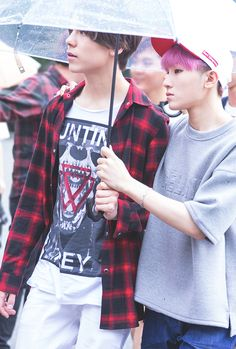 Vernon & Woozi  Can we just appreciate those jaw lines for a moment