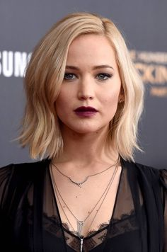"""Jennifer Lawrence at the premiere of """"Mockingjay part.2"""" in New York, 2015."""