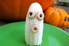 Halloween doesn't have to be all about candy! 64 Non-Candy Halloween Snack Ideas (that are delicious, and super cute). #nocandy