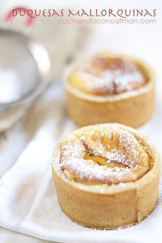 Duquesas mallorquinas, receta tradicional Spanish Desserts, Spanish Dishes, Mini Desserts, No Bake Desserts, Dessert Recipes, Mini Cakes, Cupcake Cakes, Cupcakes, Mallorca Bread