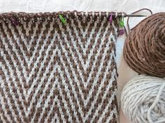 Mosaic knitting - a very interesting technique, well explained on this blog - Chocolate à chuva