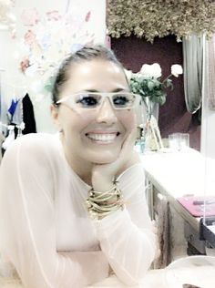 Una Manolita en Óptica Ciscar Valencia, Pearl Necklace, Crown, Pearls, Jewelry, Fashion, Templates, Glasses, Trends