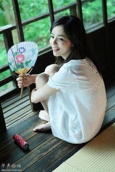 加藤ローサ (Rosa Kato) (Father is Italian and her mother is Japanese) Sexy Asian Girls, Beautiful Asian Girls, Japan Fashion, Japanese Girl, Asian Woman, Asian Beauty, Cute Girls, Flower Girl Dresses, Actresses