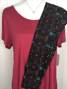 LuLaRoe Outfit of the Day! XL Classic T with TC LuLaRoe Leggings  #lularoe #lularoeleggings #lularoeootd #ootd #leggings #comfyclothes #onlineshopping #shoponline #vip #fun #personality