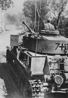 Panzer IV H auf dem Marsch.