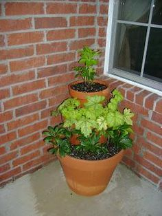 DIY garden tiered planter : DIY tiered terra cotta planter