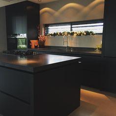 A touch of Christmas 🎄. Fijne avond! #homedecoration #homedecor #interior123 #interior4all #interior # kitchen#christmas #binnenkijken#stijlvolwonen #showhometop5 #architecture #interior
