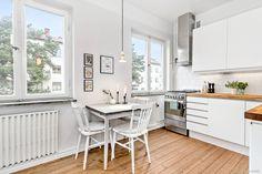 Kök med dubbla fönster
