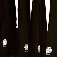 #Screenprinted logo in every t-shirt 🌚 Serigrafía @mrvnart  Fotografía @cosmosaudiovisual.mx  #logo #identity #logodesinger #kaleidovisuals #clothing #clothingbrand #diseñomexicano #design #serigrafia #meridayucatan #tshirt #playera #blacknwhite_perfection #envios #onlinestore