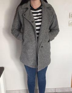Manteau long gris  Taille: XS mais taille très grand  Doublure Composé de laine et coton
