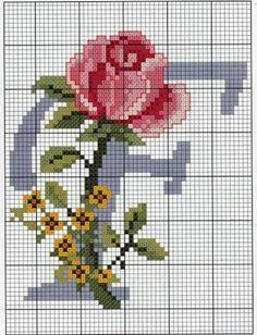 Monogramas de Flores  em Ponto Cruz.                                                                                                                                                                                 Mais
