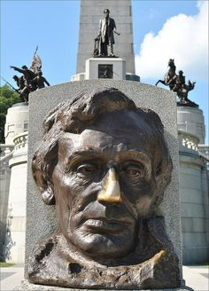 Abraham Lincoln Bust at Lincoln Tomb in Springfield, Illinois by Dutchman1972, via Flickr