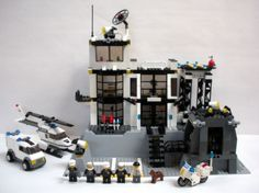 LEGO-City-7237-Police-Station-5-minifigs-Cop-Light-up-Flashlight-Dog-Helicopter
