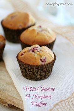 The perfect combination comes together in these deliciously easy White Chocolate & Raspberry Muffins (you wont be able to resist the chunks of chocolate! Raspberry And White Chocolate Muffins, Raspberry Muffins, Baking Recipes, Cake Recipes, Dessert Recipes, Thermomix Desserts, Lunch Box Recipes, Cupcake Cakes, Dog Cakes