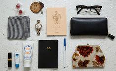 バッグの中身を整える5分間 What In My Bag, What's In Your Bag, Edc, Inside My Bag, What's In My Purse, Flat Lay Photography, Pouch, Wallet, Branded Bags