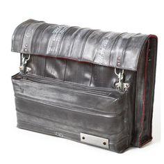 Doreen Westphal, Mensch Made, Ukol Shoulder Bag gemaakt van binnenbanden Storage Chest, Suitcase, Furniture, Home Decor, Decoration Home, Room Decor, Home Furnishings, Home Interior Design, Briefcase
