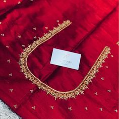 Hand Work Blouse Design, Simple Blouse Designs, Fancy Blouse Designs, Blouse Neck Designs, New Kurti Designs, Blouse Patterns, Couture Embroidery, Embroidery Saree, Wedding Saree Blouse Designs