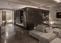 Binnenkijken in het industriële loft appartement van twee film regisseurs